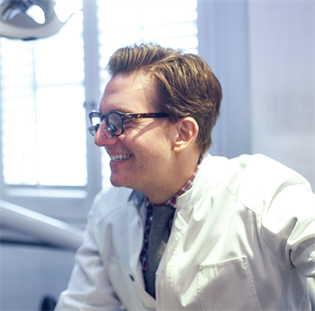 Office Visit Dr. Michael Apa Cosmetic dentist Dr. Michael Apa's celebrity clients range from Hollywood stars to the royal family of Dubai, where he has a second practice. We tour the Upper East Side location of Rosenthal Apa Group in Manhattan, and discover more about how this Townie became a celebrity in his own right.